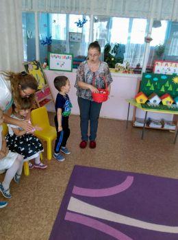 """Открита практика в група,,Бонбони""""Тема:Къщички за птици"""" - ДГ Слънце - Радомир"""